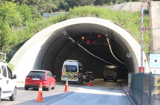 """(Özel) Sabuncubeli Tüneli hem zamandan hem yakıttan dev tasarruf sağlıyor Manisa-İzmir arasını 15 dakikaya düşüren ve yılda yaklaşık 40 bin aracın kullandığı Sabuncubeli Tüneli sayesinde havaya 6 bin 91 ton daha az karbon salınımı gerçekleşti Evliya Çelebi'nin seyahatnamesinde 'korkunç' olarak tasvir ettiği Sabuncubeli Geçidi, yapılan çift taraflı tünel sayesinde 3 yıldır sürücülere ücretsiz olarak konforlu ulaşım imkanı sağlıyor AK Parti MKYK üyesi ve Manisa Milletvekili Murat Baybatur: """"Ege Bölgesi ekonomisi açısından Sabuncubeli Tüneli adeta bir 'İpek Yolu' oldu"""""""