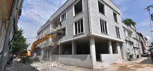 3 katlı kaçak bina yıkıldı Osmangazi'de kaçak seferberliği