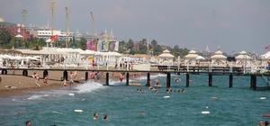 Antalya'ya akan Rus turistlerin ilk adresi deniz  oldu Kısıtlamanın kalktığı ilk günden turizm kenti Antalya'ya gelen Rus turistler 5 yıldızlı otellere yerleşti Turistlerin ilk adresi deniz, kum ve güneş oldu