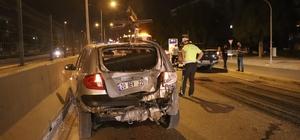 Motosiklet otomobile arkadan çarptı: 2 ağır yaralı Motosiklet sürücüsü otomobilin camına, yolcusu ise aracın tavanına çarparak ağır yaralandı
