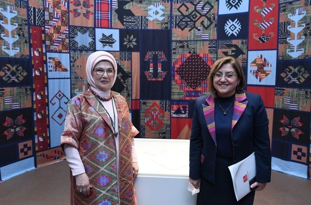 Fatma Şahin, Beştepe'de düzenlenen dokuma atlası sergisine katıldı Sergide kutnu kumaşı büyük ilgi gördü