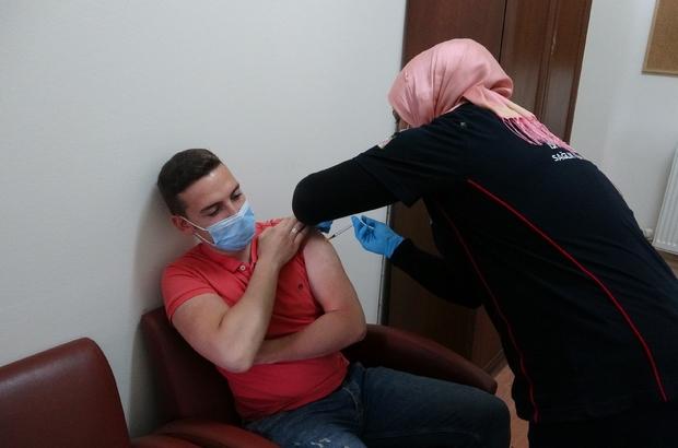 Isparta'da mobil aşı istasyonlarına yoğun ilgi
