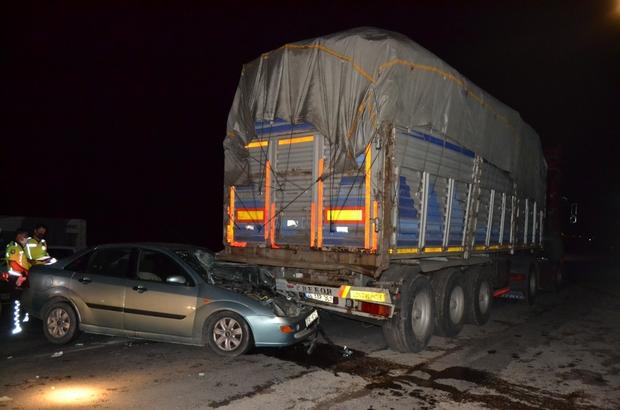Manisa'da otomobil park halindeki tıra çarptı: 5 yaralı