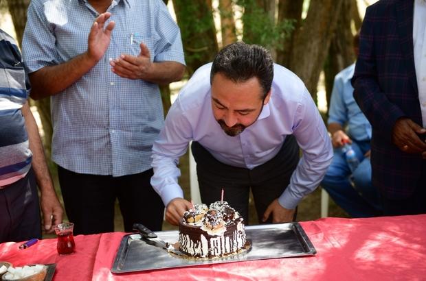 Muhtarlardan Başkan Gürbüz'e doğum günü sürprizi