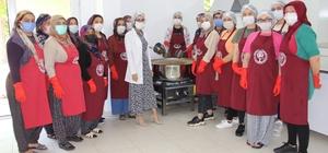 Adıyamanlı kadınlar, 'Dut yaprağı' ile kanserojensiz pekmez yapıyor Kooperatif kuran kadınlar Tut ilçesinde her evi fabrikaya dönüştürecek
