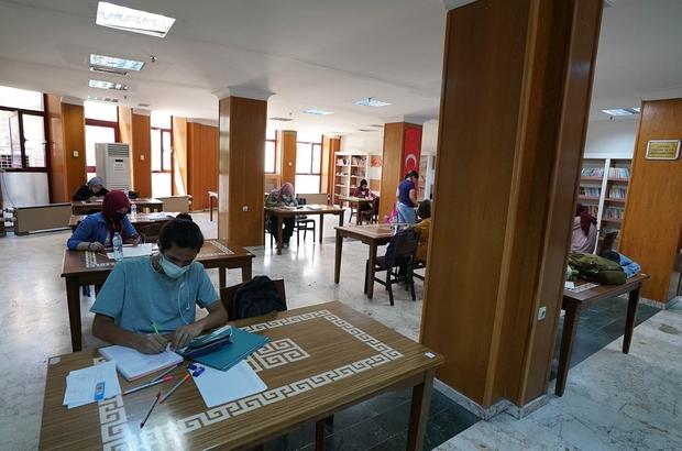 Kahramanmaraş'ta öğrenciler YKS'ye kütüphanelerde hazırlandı