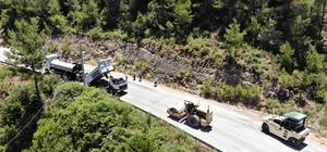 Marmaris Bayır'da Yol çalışmaları tamamlandı Muğla genelinde kırsal mahallelerin yollarını yenilemeye ve genişletmeye devam eden Muğla Büyükşehir Belediyesi, Marmaris Bayır Mahallesinde asfalt çalışmalarını tamamladı.