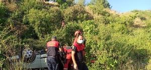 Dereye uçan otomobilde sıkışan sürücü kurtarıldı