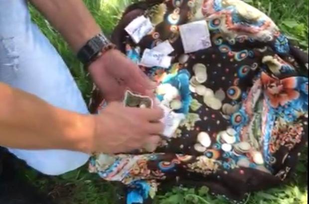 Dilenerek kazandığı paraları zabıtaya yakalatmamak için toprağa gömdü Kayseri'de zabıtanın dikkati dilencinin oyununu ortaya çıkardı