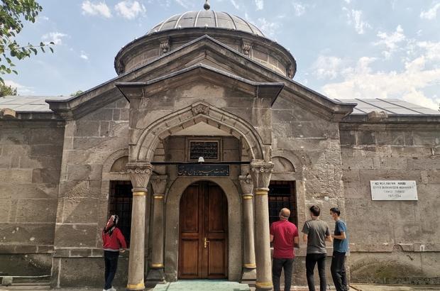 """YKS sınavına girecek öğrenciler türbelere koştu """"Boğazlıyan'dan dua etmek için geldim"""""""