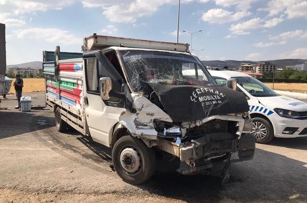 Elazığ'da pikaplar çarpıştı: 3 yaralı