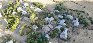 Deprem en çok Elazığ'ı etkiledi, hasar gün ağarınca ortaya çıktı 80 haneli 250 nüfuslu köyde çoğu kerpiç olan evler  küçüklü büyüklü hasar gördü