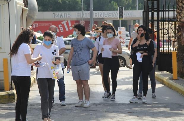 İzmir'de YKS heyecanı: Koşarak sınava yetiştiler Bir öğrenci sınav saatini kaçırması sebebiyle sınav salonuna alınmadı