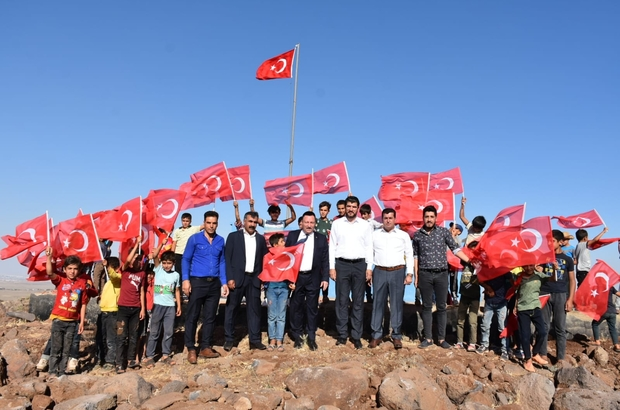 Bağlar belediyesi hizmetlerinden memnun olan bölge halkı AK Parti'ye katıldı