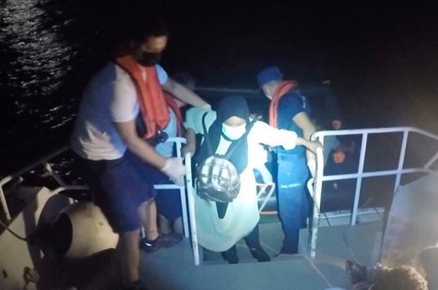 Datça'da 15 düzensiz göçmen kurtarıldı Muğla'nın Datça ilçesi açıklarında Yunan Sahil Güvenlik unsurları tarafından can salına bindirilerek Türk karasularına itilen 15 düzensiz göçmen kurtarıldı.