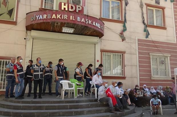 HDP önündeki nöbete bir aile daha katıldı Evlat nöbeti tutan aile sayısı 232'ye yükseldi