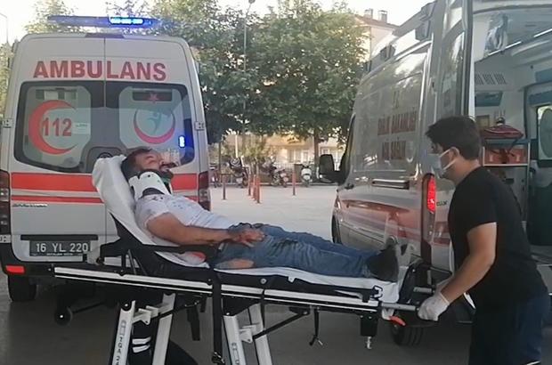 """Bursa'da 3 kişinin ölümüne neden olan kazada sürücü: """"Virajda araç kontrolden çıktı, sabah işe gidiyorduk'' 3 kişinin ölümüne neden olan araç sürücüsü gözaltına alındı"""