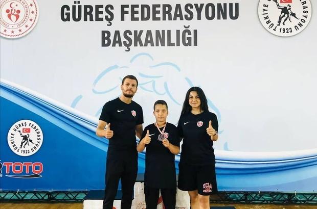 Kepez Belediyespor güreşçisi minderde Türkiye 2'ncisi