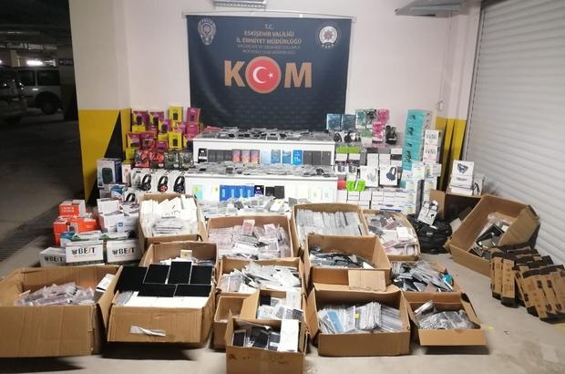 Piyasa değeri yaklaşık 3 milyon lira olan kaçak elektronik ürün ele geçirildi