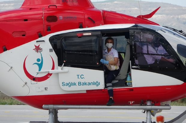 Ambulans helikopter 1 buçuk aylık bebek için havalandı Sivas'ta pnömoni hastalığı teşhisi konulan 1 buçuk aylık bebek için ambulans helikopter havalandı