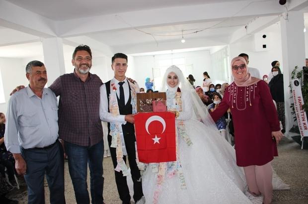 """-Başkan İşlek'ten evlenen çiftlere """"Kuran-ı Kerim ve Tük Bayrağı"""""""
