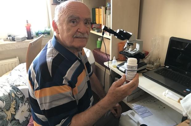 Emekli profesör, kekik bitkisinden mantar ve böcekler üzerinde etkili bitkisel ilaç geliştirdi Açıkta bırakılan kekik yağının bir süre sonra renk değiştirdiğini fark edip çalışmalara başladı Yaptığı analizler sonucu kekik yağıyla beslenen bir bakteri türü tespit etti