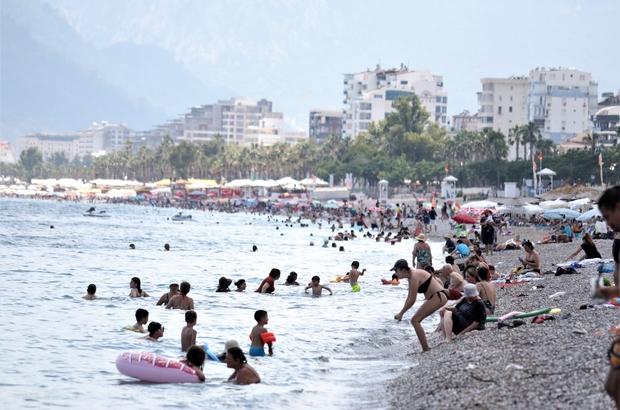 Antalya'da termometreler 41 dereceyi gösterdi, vatandaş denize koştu