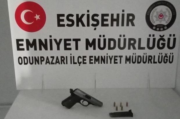 Vatandaşın ihbarıyla aracında silah taşıyan şahıs yakayı ele verdi