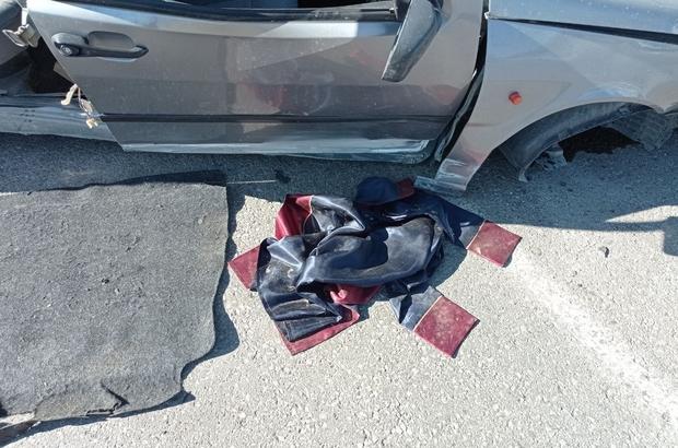 Güle oynaya gittiler, dönüş yolunda kaza yaptılar Sivas'ta mezuniyet fotoğrafı çekimine giden 5 genç içinde bulundukları otomobilin kaza yapması sonucu yaralandı