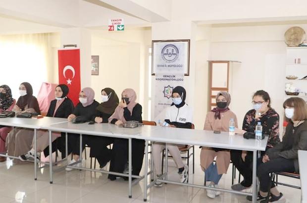 """Şuurlu Genç Yaz Kampı başladı Sivas İl Müftülüğü Kadın Gençlik Koordinatörlüğünce """"Şuurlu Genç Yaz Kampı"""" adı altında gençlere yönelik düzenlenen 6 günlük kamp programı başladı."""