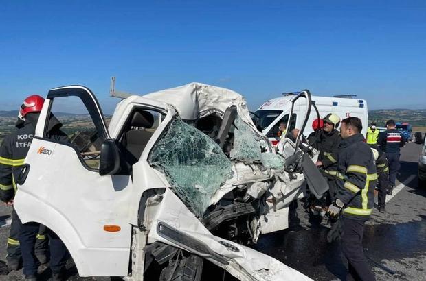 Kamyonet tıra arkadan çarptı: 1 ölü 1 yaralı Tıra arkadan çarpan kamyonet sürücüsü feci şekilde can verdi