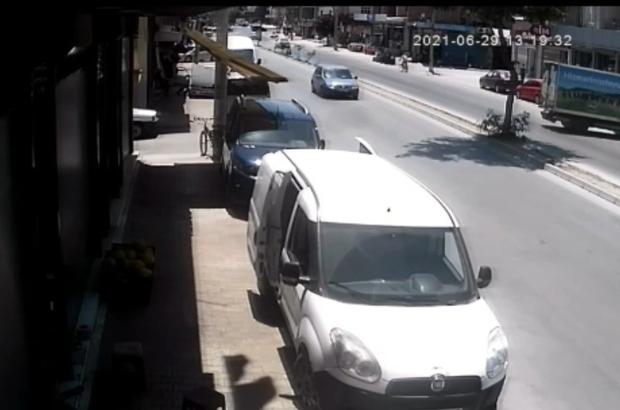 El freni çekilmeyen kamyonet refüjü aşıp park halindeki araca çarptı Mersin'de el freni çekilmeyen kamyonetin, hareket ederek park halindeki bir hafif ticari araca çarpma anı güvenlik kamerası tarafından görüntülendi