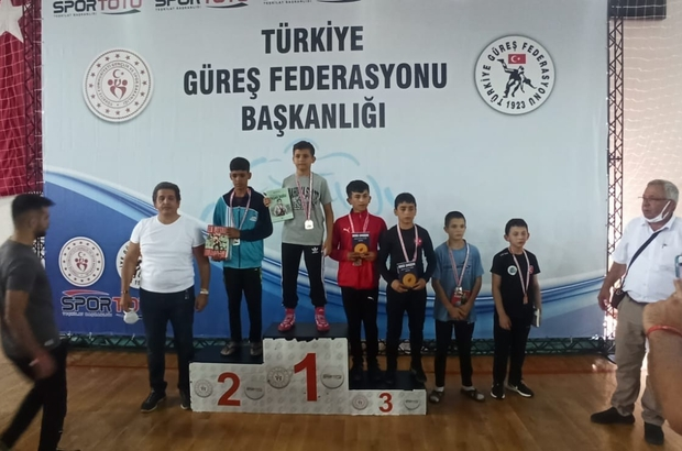 Antalya ve Hatay'da düzenlenen şampiyonalarda büyükşehir rüzgarı esti