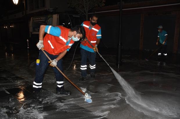 Kuşadası Belediyesi'nin hijyen savaşçılarından normalleşme mesaisi