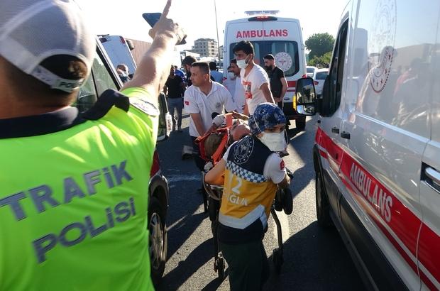 TEM Otoyolu'nda tersane işçilerini taşıyan minibüs ile otomobil çarpıştı: 9 yaralı Kazada yaralanan eşinin elini tutup, başından bir saniye bile ayrılmadı
