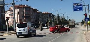 Ters yönde giden sürücü karşıdan polis gelince yakayı ele verdi