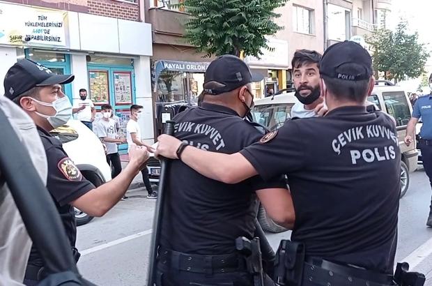 """Polisler görevini yapan gazetecileri tartakladı Sivas Valisi Salih Ayhan: """"Basının haber alma ve yayma özgürlüğü engellenemez. Yaşanan olayın sorumluları hakkında gereken inceleme yapılacaktır"""" Sivas'ta iki gurup arasında yaşanan kavgayı görüntülemek isteyen gazeteciler, tarafların değil polislerin saldırısına maruz kaldı"""