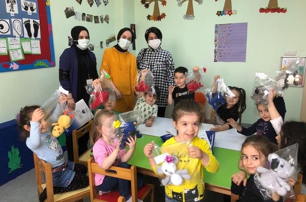 El emeği oyuncaklarla çocukları sevindirdiler