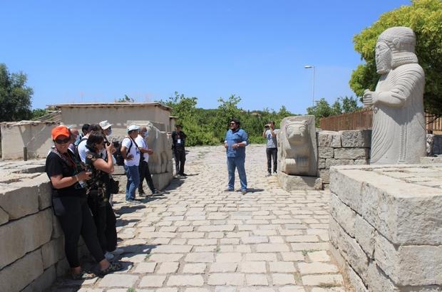 Fotoğraf severler, Battalgazi'deki tarihi mekanları gezdi
