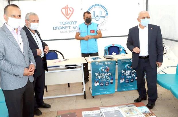 TDV, Sivas'ta kurban bağış standı açtı Sivas kent meydanında Türkiye Diyanet Vakfı vekalet yoluyla kurban kesim organizasyonu tanıtım ve bağış standı açıldı.