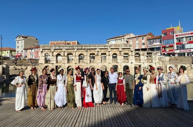 2 bin yıllık Roma Hamamında ünlü mankenler defile düzenledi
