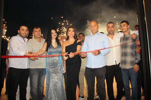 Ebru Yaşar'ın katılımıyla Diyarbakır'da eğlence mekanı açıldı Diyarbakır'da ünlü şarkıcı Ebru Yaşar rüzgarı esti Ebru Yaşar pandemi sonrasında ilk konserini eşinin memleketi Diyarbakır'da verdi