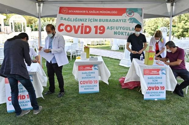 """Diyarbakır Öğretmenevinde Covid-19 aşı uygulama noktası kuruldu Vali Karaloğlu: """"Diyarbakır'da toplam aşılanması gereken nüfusta şu an yüzde 32'deyiz"""""""