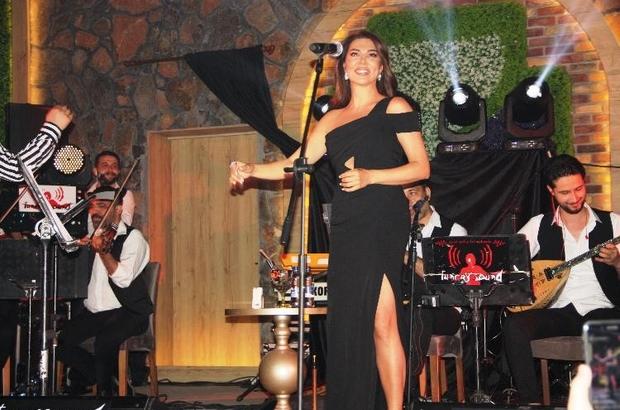 (Düzeltme) Ebru Yaşar'ın katılımıyla Diyarbakır'da eğlence mekanı açıldı Diyarbakır'da ünlü şarkıcı Ebru Yaşar rüzgarı esti Ebru Yaşar pandemi sonrasında ilk konserini eşinin memleketi Diyarbakır'da verdi
