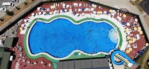 Tunceli'de sıcaktan bunalan vatandaşlar havuza koştu, görüntüler Ege ve Akdeniz'i aratmadı