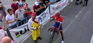 Şampiyonluğu meyan şerbeti içerek kutladı Kahramanmaraş'ta düzenlenen Uluslararası Edebiyat Yolu Bisiklet Yarışması'nı Panamalı Christofer Jurado Lopez kazandı