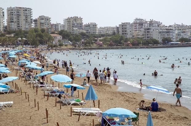Mersin'de plajlar tatilcilerin akınına uğruyor Kısıtlamaların kalkmasının ardından Mersinliler soluğu plajlarda alırken, tatilciler 'mavi bayrak'lı Kızkalesi ve Susanoğlu plajlarına yoğun ilgi gösterdi