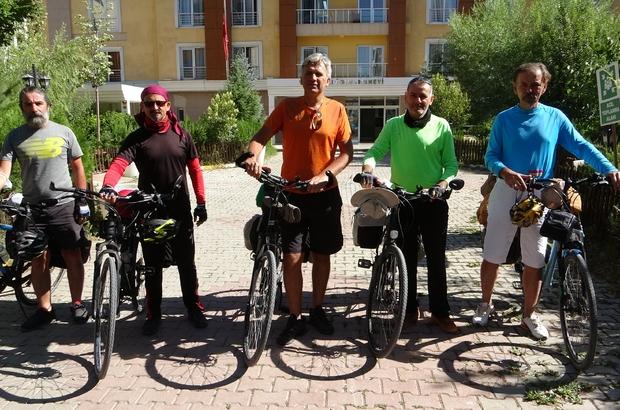 (Özel) Mersinli öğretmenler Van Gölü etrafını bisikletle turladılar