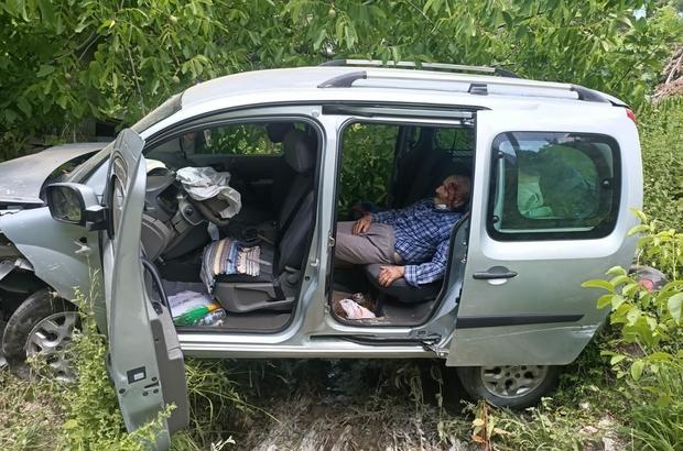 Direksiyon hakimiyetini kaybetti, dereye uçtu Dereye giren hafif ticari araçta 3 kişi yaralandı