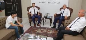 Başkan Esat Öztürk LGS birincisini tebrik etti